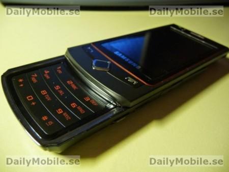 Samsung S8300, con pantalla táctil AMOLED