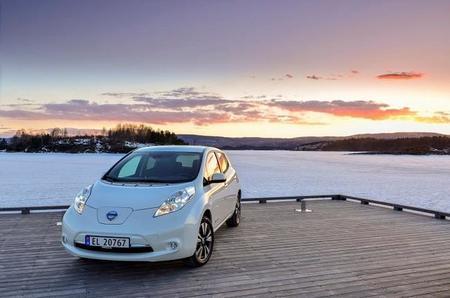El Nissan Leaf va a la caza del Volkswagen Golf en Noruega