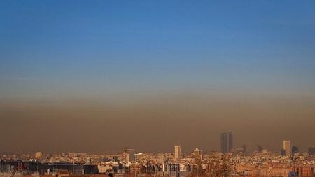 España aumenta sus emisiones CO2, ¿cómo puede ayudar el coche híbrido?