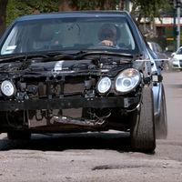 En este doloroso vídeo verás cómo torturas tu coche cada vez que pillas un bache