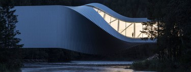 The Twist: puente, mirador, museo y forma imposible en el bosque noruego
