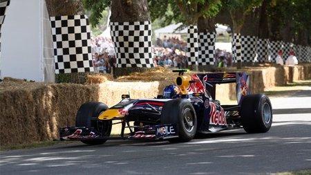 Adrian Newey recibe un Red Bull RB5 en Goodwood