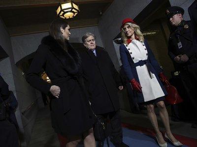 Kellyanne Conway peta Internet con su particular estilismo para la investidura de Trump