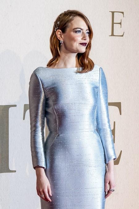 Emma Stone es única y su último look de red carpet nos ha dejado impresionados