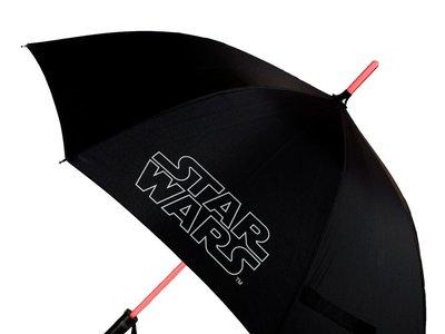 Paraguas Star Wars con luz y linterna por 23,90 euros y envío gratis