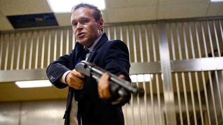 Howard Gordon prepara un remake de la británica 'Inside Men' para el cable americano