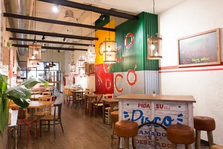 Colores vivos y detalles artesanales para el restaurante peruano Cocorocó en Barcelona