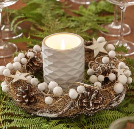 Corona De Navidad Decorada Con Estrellas Y Bolas Blancas