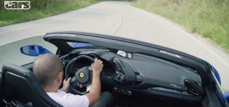 ¡Una de descapotables! Marchando Chris Harris en el Ferrari 488 Spider