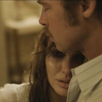 'Frente al mar', tráiler y carteles de la nueva película de Angelina Jolie con Brad Pitt