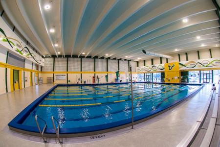 La OCU analiza la calidad del aire en las piscinas cubiertas