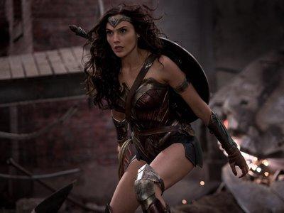 El último viral: las caderas de Wonder Woman moviéndose como flanes y el post que lo alaba