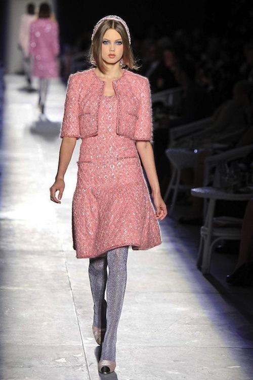 Foto de Chanel Alta Costura Otoño-Invierno 2012/2013: rosa, gris, brillos y nuevo vintage (16/61)