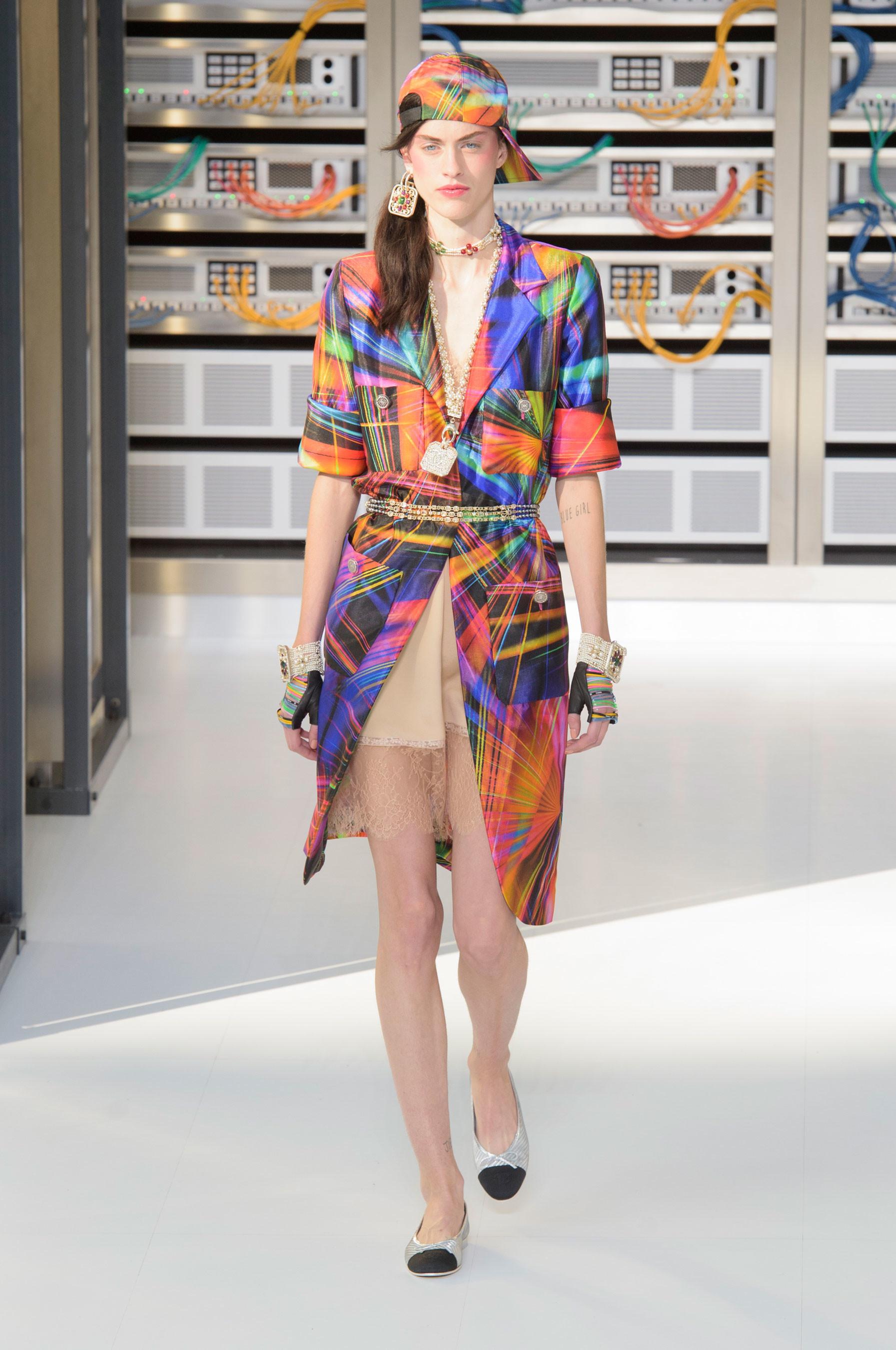Foto de El regreso al futuro de Chanel en su colección Primavera-Verano 2017 (46/96)