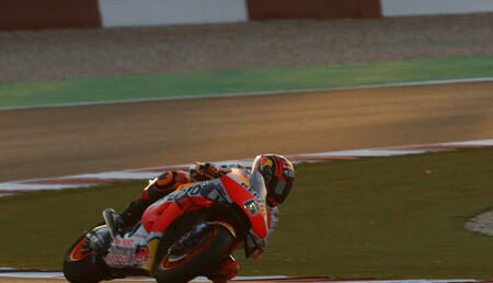 Stefan Bradl pone a la Honda en lo más alto del primer día de pretemporada de MotoGP