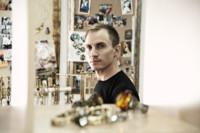 """Entrevista con Anton Heunis: """"me da un vuelco el corazón cada vez que veo una mujer anónima por la calle con mis joyas"""""""