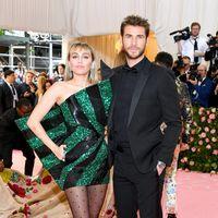 Gala MET 2019: Miley Cyrus se alisa la melena y no acierta del todo con su look beauty