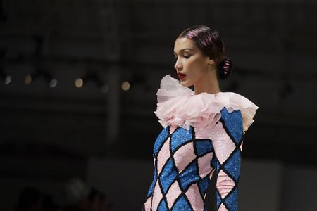 Las obras de Picasso desfilan en Milán a ritmo de Rosalía: Moschino saca su lado más artístico y español