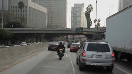 USA y su campaña para pemitir el filtrado de motos entre los coches