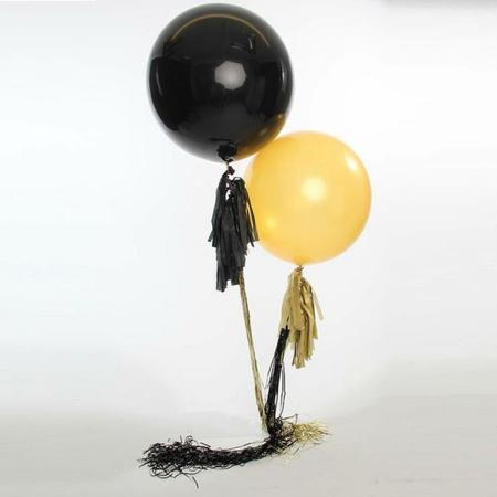 Nochevieja con globos en oro y negro