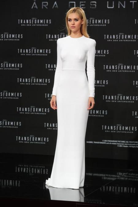 Nicola Peltz Transformers premiere Berlín vestido blanco Stella McCartney