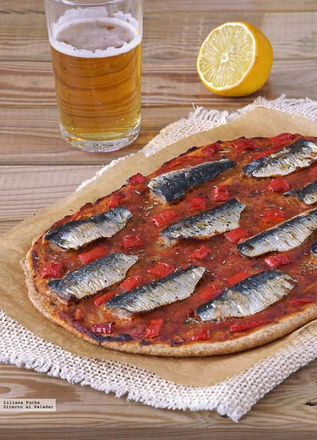 Coca fina integral de sardinas y pimiento. Receta