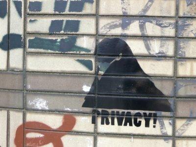 Hay al menos 12 apps capaces de espiar tu uso de la TV a través de tu móvil