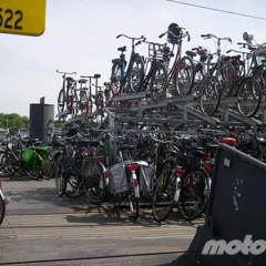en-moto-por-amsterdam-sin-casco