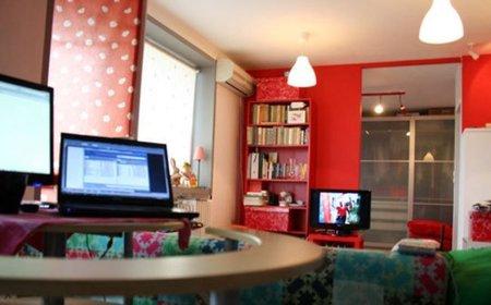 Otra vista del apartamento rojo.