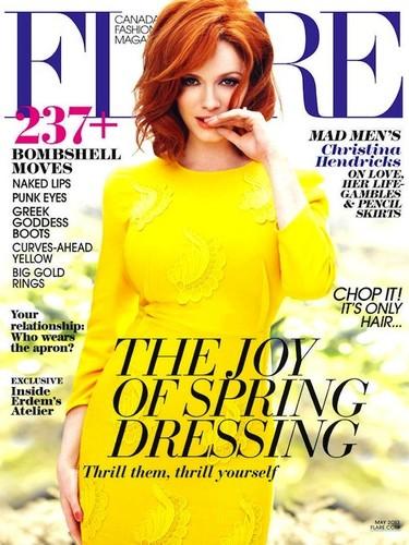 Christina Hendricks se gusta y se encanta vestida de amarillo