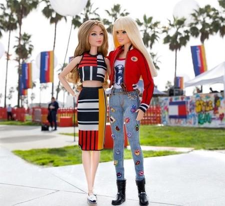 """De jugar contigo de pequeña a ganar un premio CFDA: Barbie recibe un """"Oscar de la moda"""""""