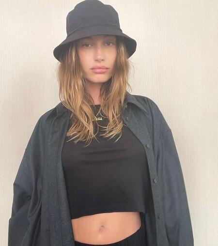 Hailey Bieber Bucket Hat Summer 2021 06