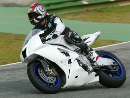 Más fotos exclusivas de la Aprilia V4 en Jerez
