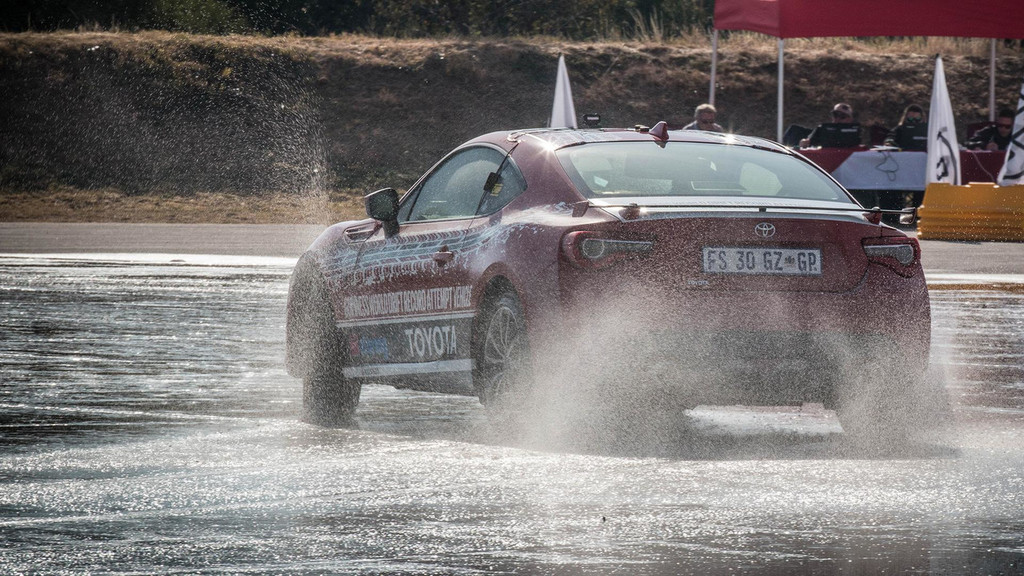 El Toyota GT86 bate un nuevo récord Guinness al drift más largo: 168 kilómetros