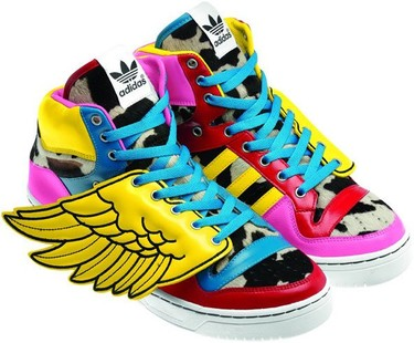Jeremy Scott mezcla color block, alas y animal print en sus últimas zapatillas para Adidas Originals