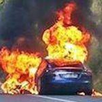 ¿Recuerdas el Tesla incendiado en Biarritz? Suena a broma, pero fue culpa de un enchufe mal apretado