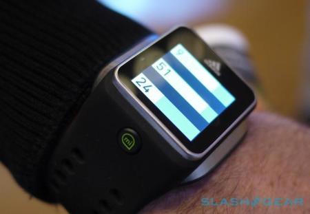 Adidas también tiene su propio reloj inteligente, pero enfocado a los deportistas