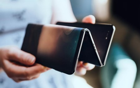 """TCL prepara un singular teléfono plegable no con dos, sino con tres pantallas """"en zeta"""""""