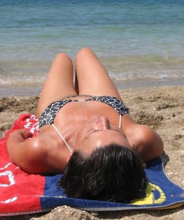 Tomar el sol: ¿quema calorías y elimina grasas?