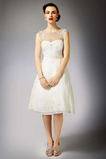 Vestidos de novia en color beige cortos