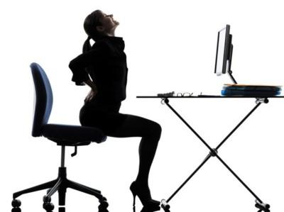 ¿Muchas horas sentado? Tres ejercicios para aliviar el dolor de espalda.