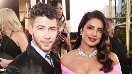 Nick Jonas suma un detalle western a su look en negro para los Golden Globes