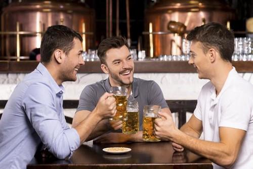 Las bebidas alcohólicas con menos calorías y mejores nutrientes que puedes disfrutar sin culpa