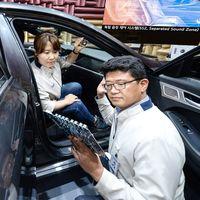 ¡Dile adiós a los audífonos en el auto! Hyundai Separated Sound Zone permite que cada quien escuche su música