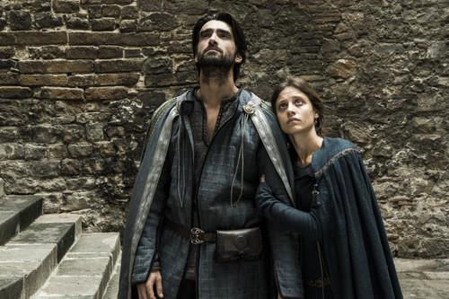 """""""La serie de 'La catedral del mar' es cruda y muy fiel a la novela"""". Aitor Luna, Michelle Jenner y Jordi Frades"""