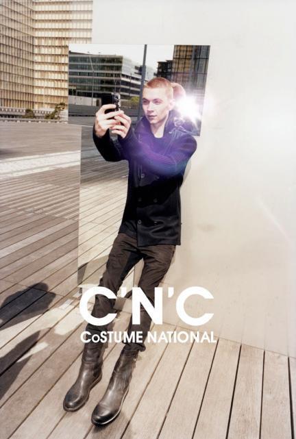 El narcisismo como tema principal de la campaña de C'N'C Costume National Otoño-Invierno 2013