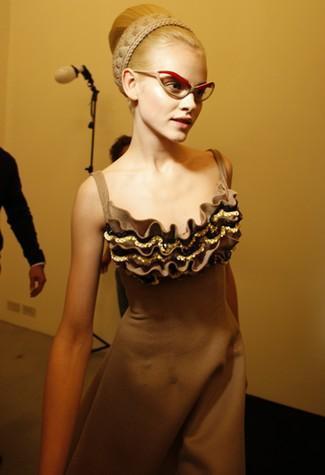 El glamour de lo retro está de moda, lo dicen las mujeres Mad Men de Miuccia Prada