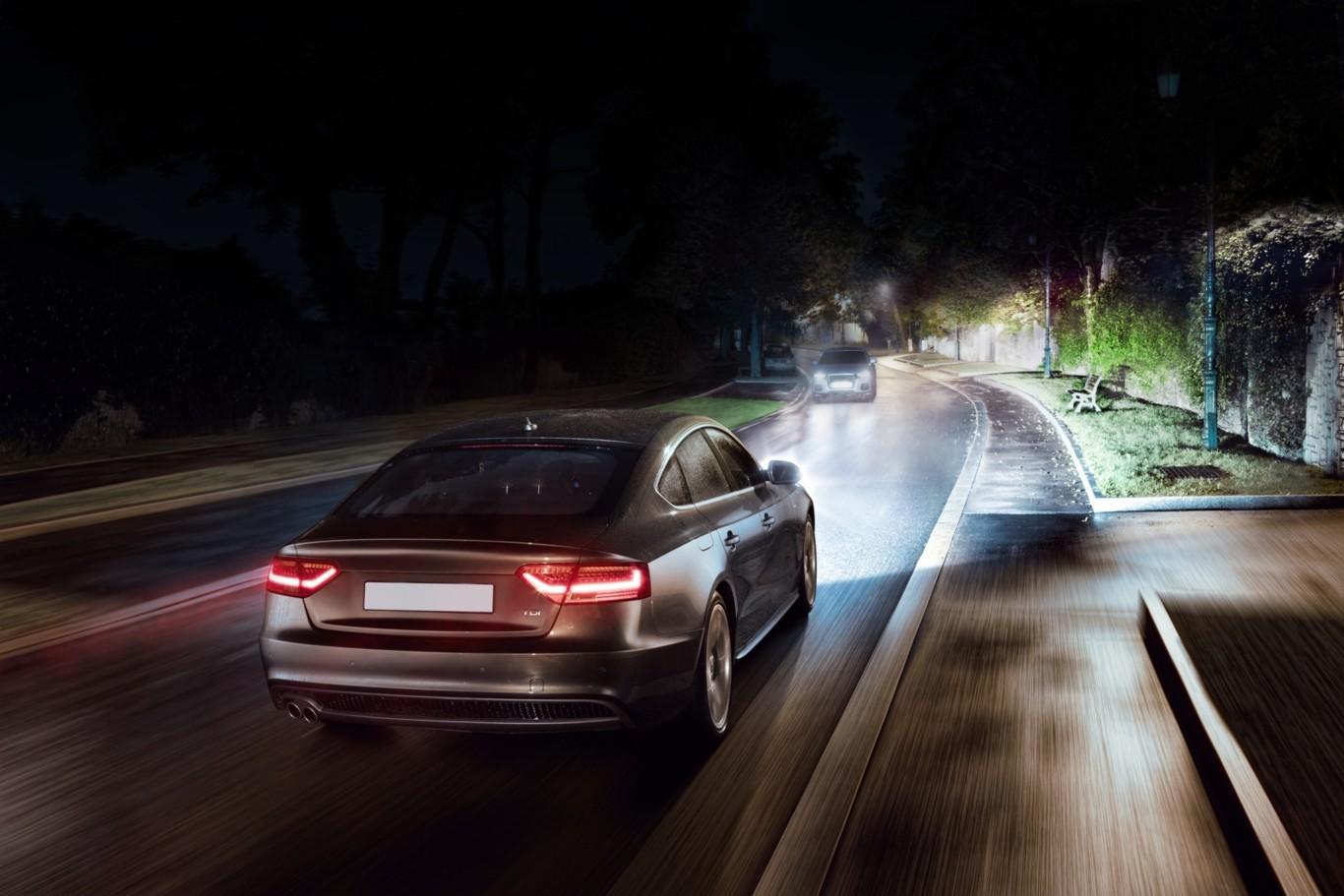 Porque baja la intensidad de las luces de mi auto