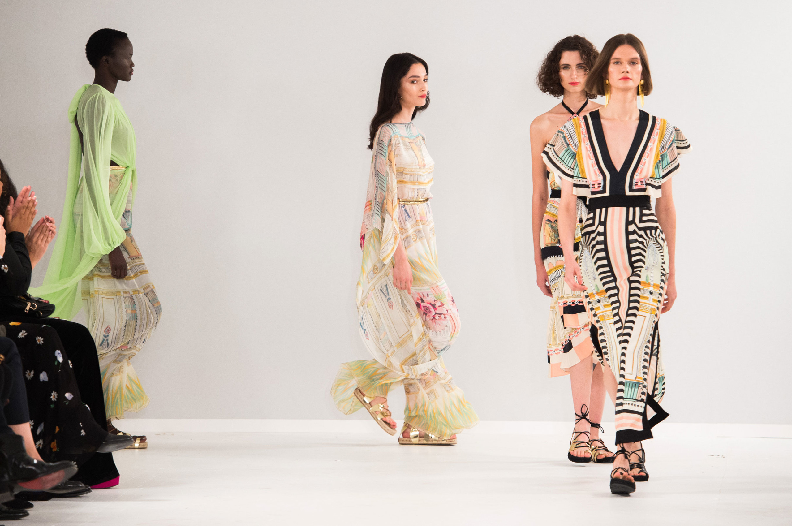 e8f1e1a158 Tenemos el mejor resumen de la Semana de la Moda de Londres  Primavera-Verano 2019 y está lleno de looks maravillosos