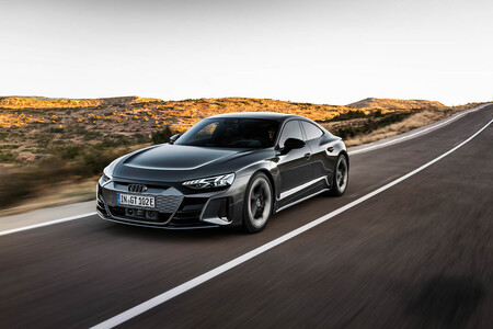 El espectacular Audi e-tron GT de hasta 630 CV ha llegado. Y sí, es un Porsche Taycan con cuatro aros